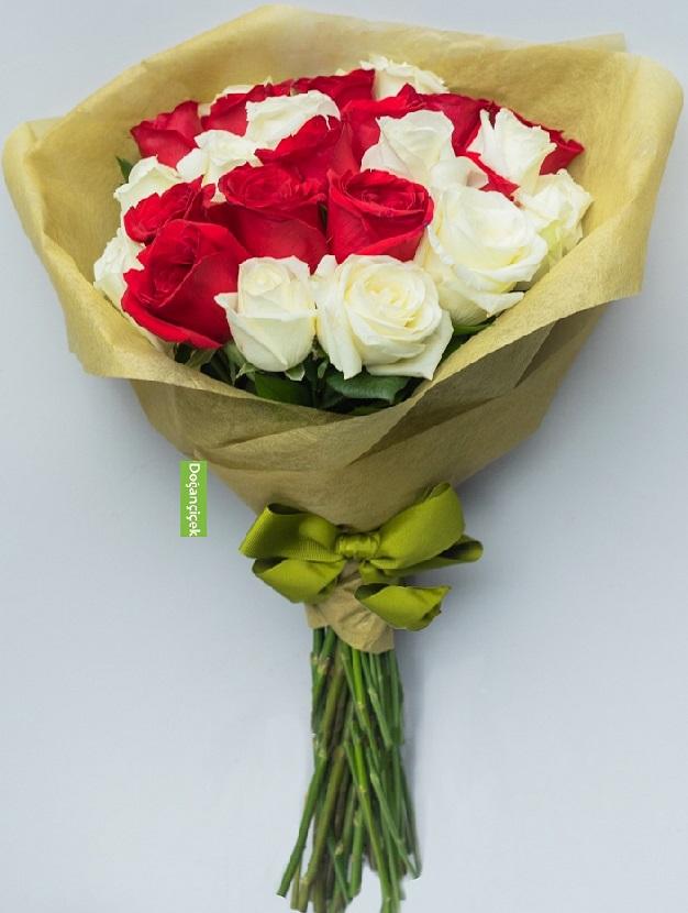24 Kırmızı Beyaz Güllerden Çiçek Buketi