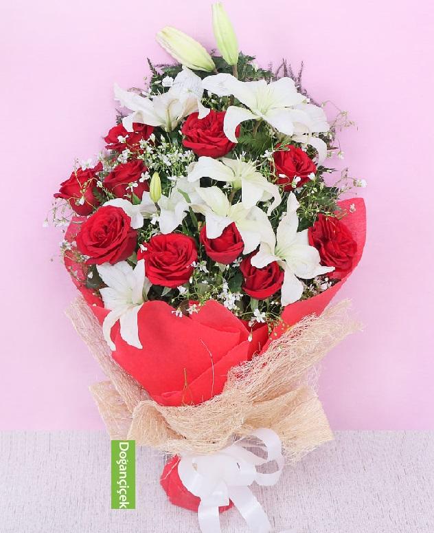 11 Güllü Lilyum Çiçek buketi siparişi