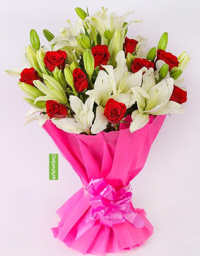 10 Güllü Zarif Lilyum Çiçek Buketi